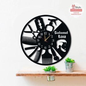 ceas-frizer-lemn-personalizat