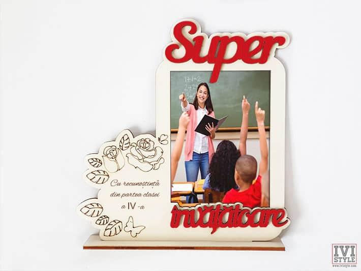 rama-foto-super-invatatoare-din-lemn-rosu-cu-mesaj