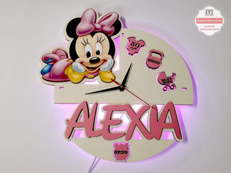 Ceas Personalizat Minnie Mouse cu Iluminare LED 2