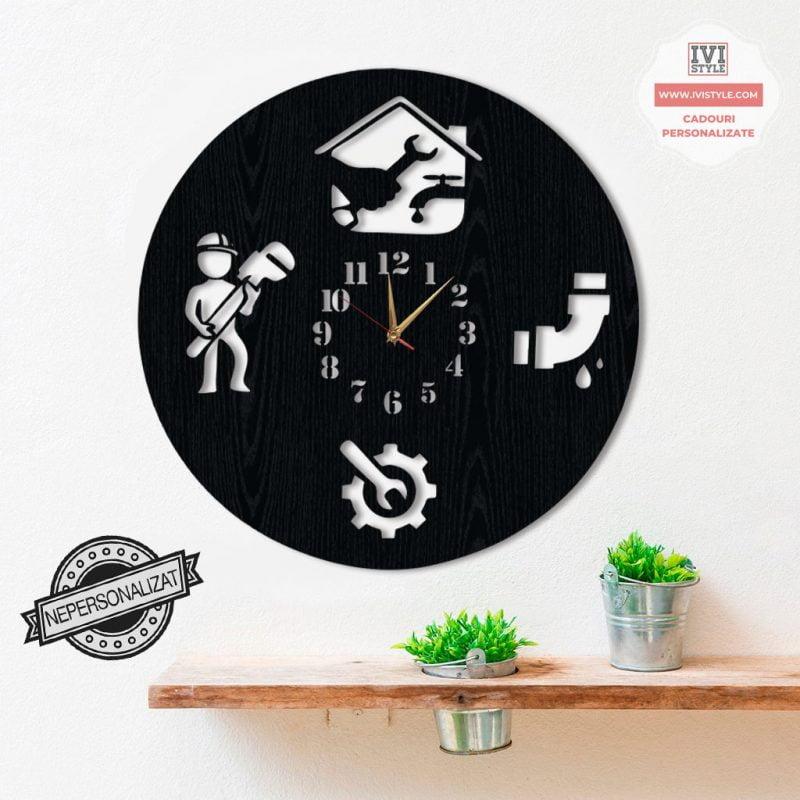 ceas-de-perete-instalator-