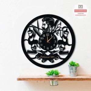 ceas-barbershop-personalizat-05-lemn-salonul-tau