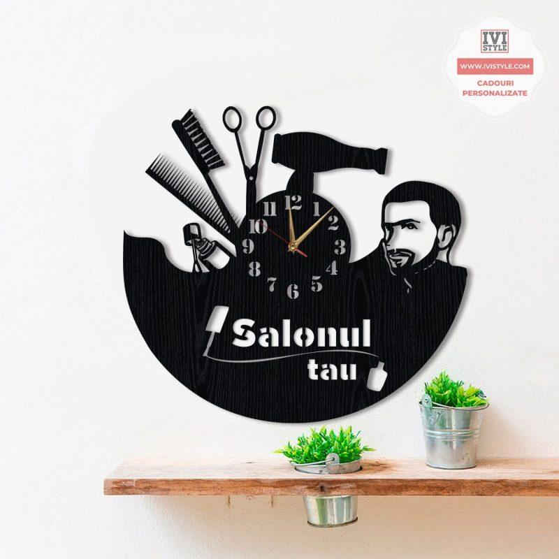 ceas-coafor-frizerie-si-manichiura-personalizat-lemn-salonul-tau